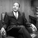 DR MARTIN LUTHER KING ON 'WASHINGTON CONVERSATION' 8X10 PUBLICITY PHOTO (AZ-027)