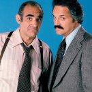 ABE VIGODA & HAL LINDEN IN TV SHOW 'BARNEY MILLER' 8X10 PUBLICITY PHOTO (AZ-034)