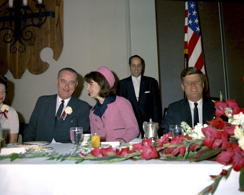 PRESIDENT JOHN F. KENNEDY ATTENDS FORT WORTH CHAMBER BREAKFAST ON 11/22/63 - 8X10 PHOTO (AZ-042)