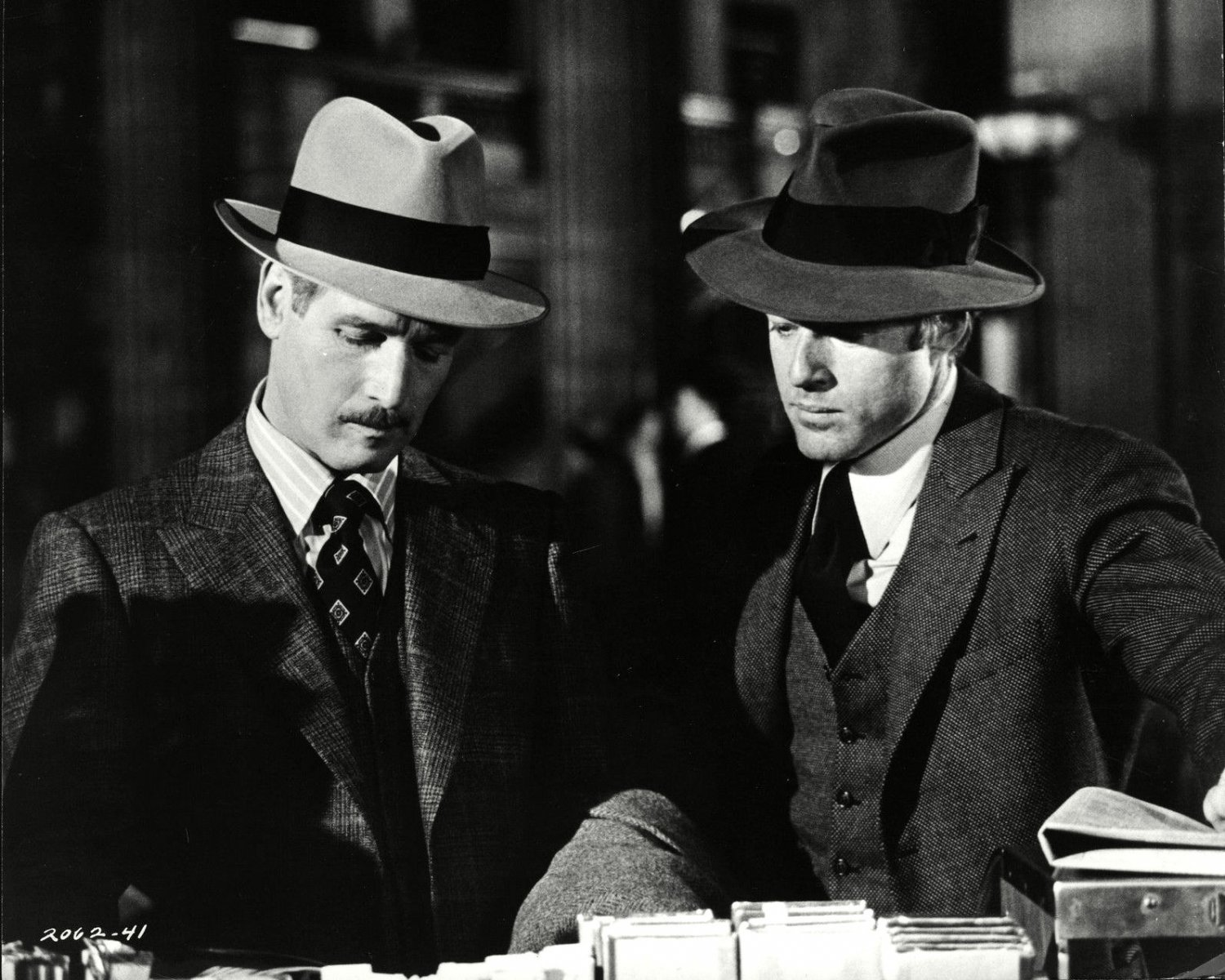 PAUL NEWMAN AND ROBERT REDFORD IN 'THE STING' - 8X10 PUBLICITY PHOTO (ZZ-487)