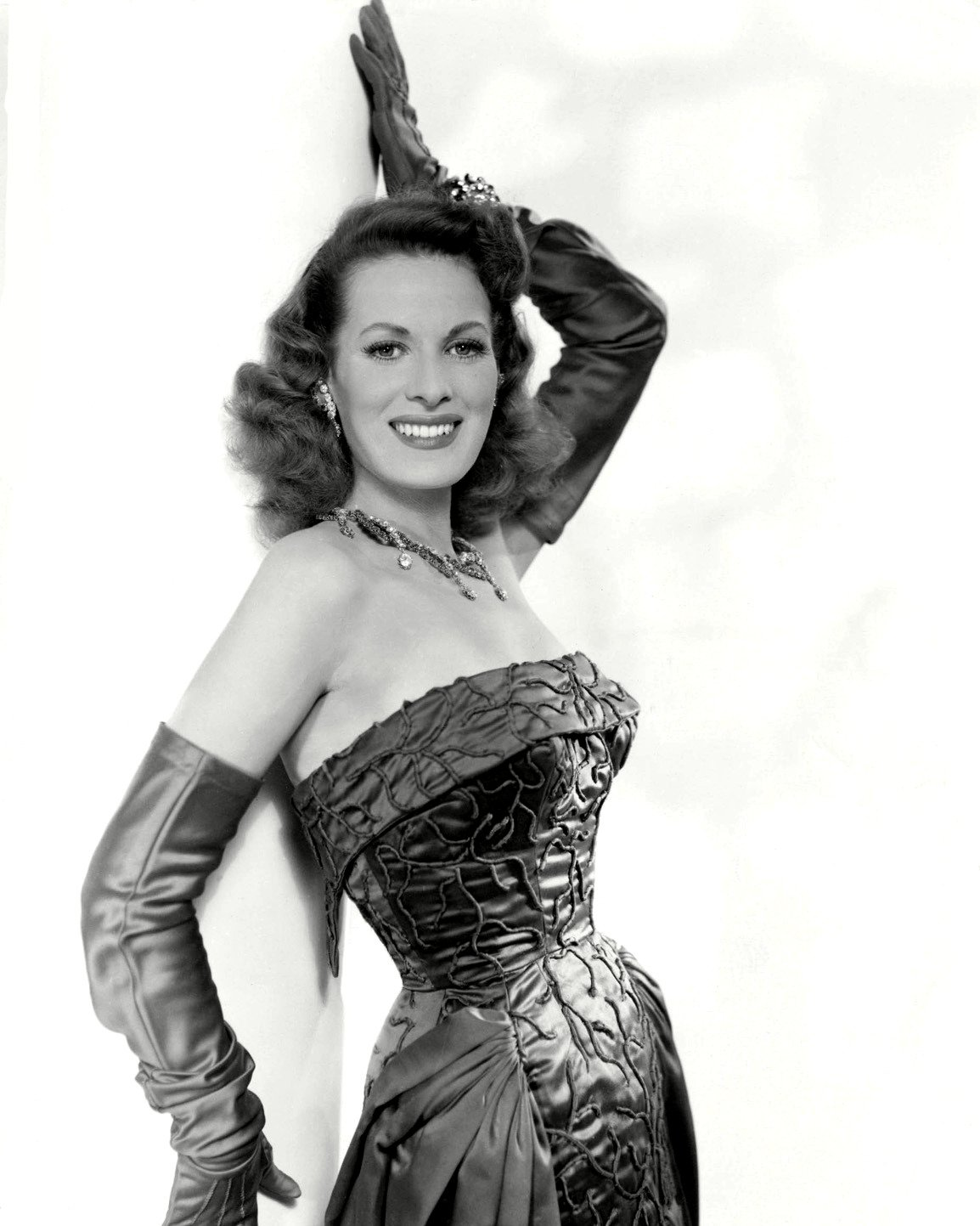 MAUREEN O'HARA IN 'FIRE OVER AFRICA' (MALAGA) - 8X10 PUBLICITY PHOTO (ZY-006)