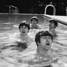 THE BEATLES ENJOY A DIP IN THE POOL LENNON McCARTNEY RINGO - 8X10 PHOTO (ZZ-051)