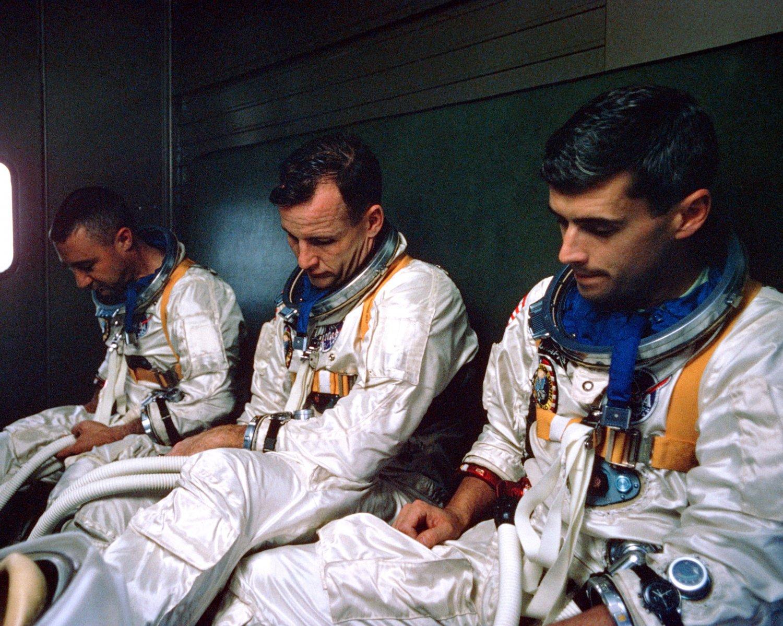APOLLO 1 CREW: GUS GRISSOM, ED WHITE AND ROGER CHAFFEE 8X10 NASA PHOTO (BB-481)