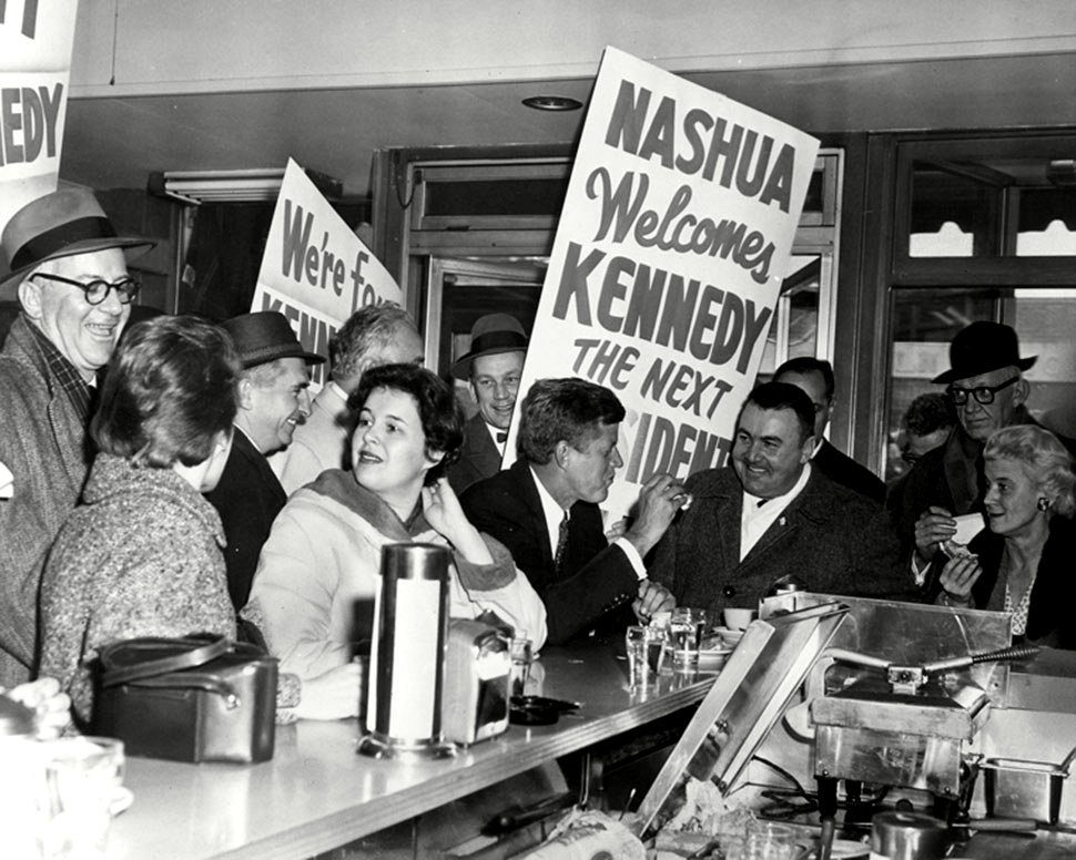 SEN. JOHN KENNEDY CAMPAIGNS IN NASHUA, N.H. MARCH, 1960 - 8X10 PHOTO (BB-853)