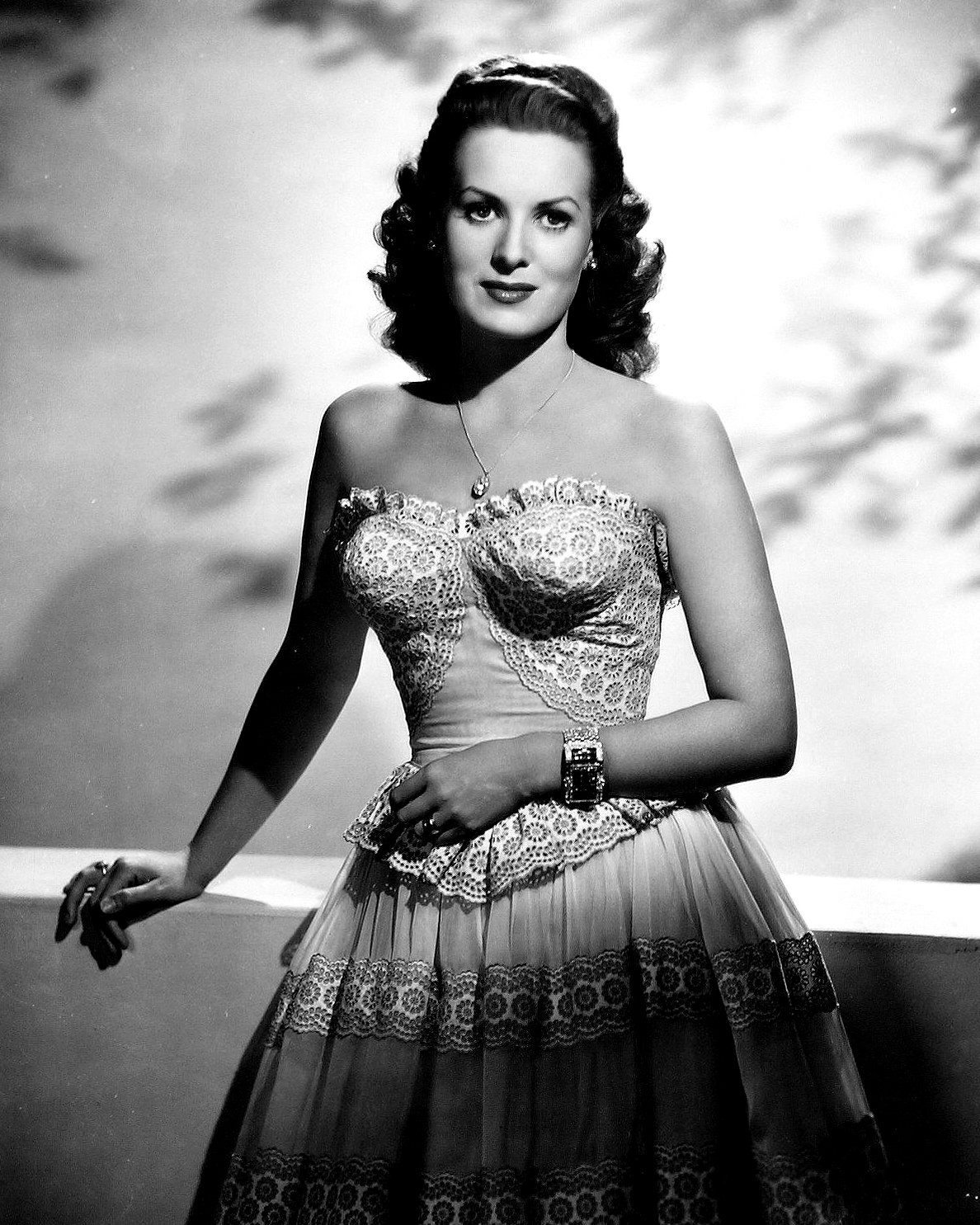MAUREEN O'HARA LEGENDARY FILM ACTRESS - 8X10 RARE PUBLICITY PHOTO (ZY-053)