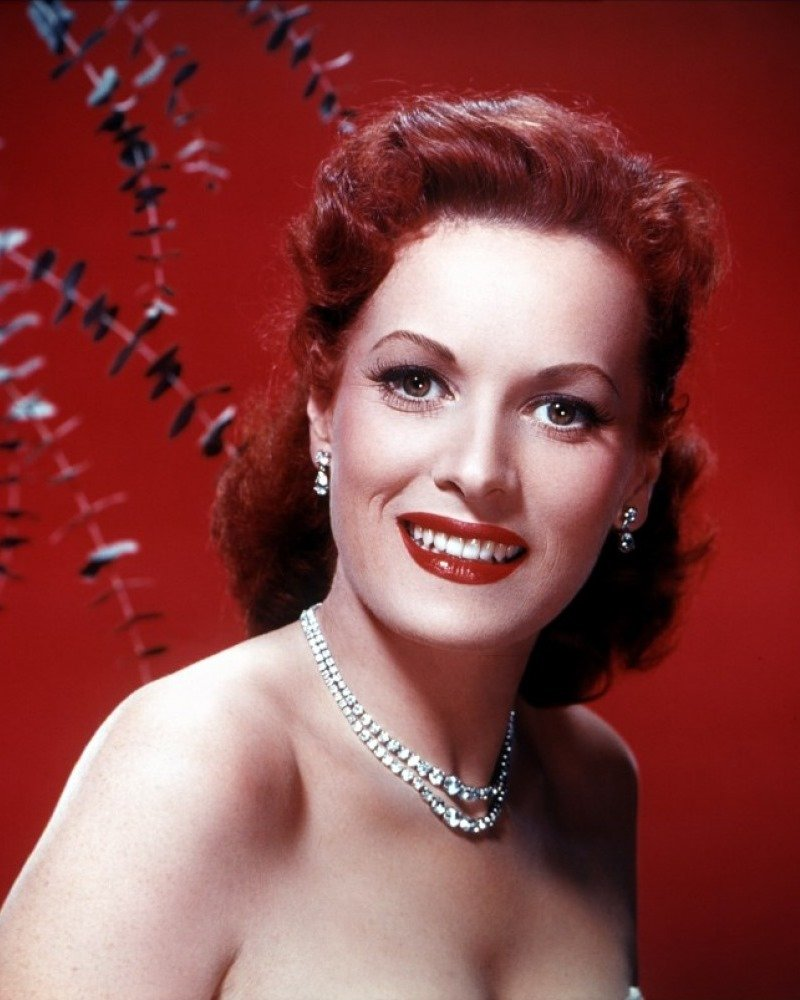 MAUREEN O'HARA LEGENDARY FILM ACTRESS - 8X10 PUBLICITY PHOTO (ZY-065)