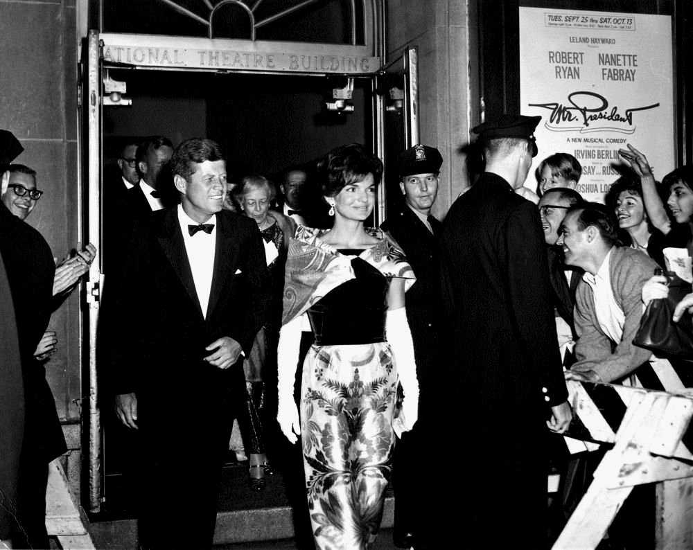 PRESIDENT JOHN F. KENNEDY & JACKIE DEPART NATIONAL THEATRE - 8X10 PHOTO (BB-893)