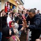 PRESIDENT BARACK OBAMA GREETS KIDS ON VISIT TO NEW JERSEY - 8X10 PHOTO (CC-041)