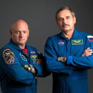 ASTRONAUT SCOTT KELLY & COSMONAUT MIKHAIL KORNIENKO - 8X10 NASA PHOTO (BB-930)