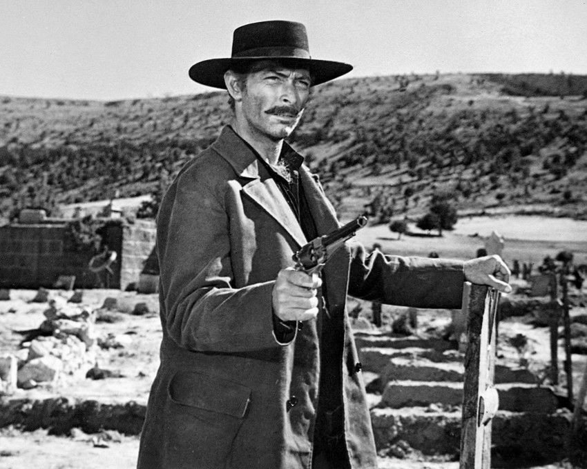 LEE VAN CLEEF IN 'THE GOOD, THE BAD & THE UGLY' - 8X10 PUBLICITY PHOTO (BB-797)