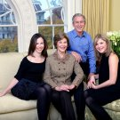 GEORGE W. BUSH FAMILY PORTRAIT w/ LAURA, BARBARA & JENNA - 8X10 PHOTO (BB-948)