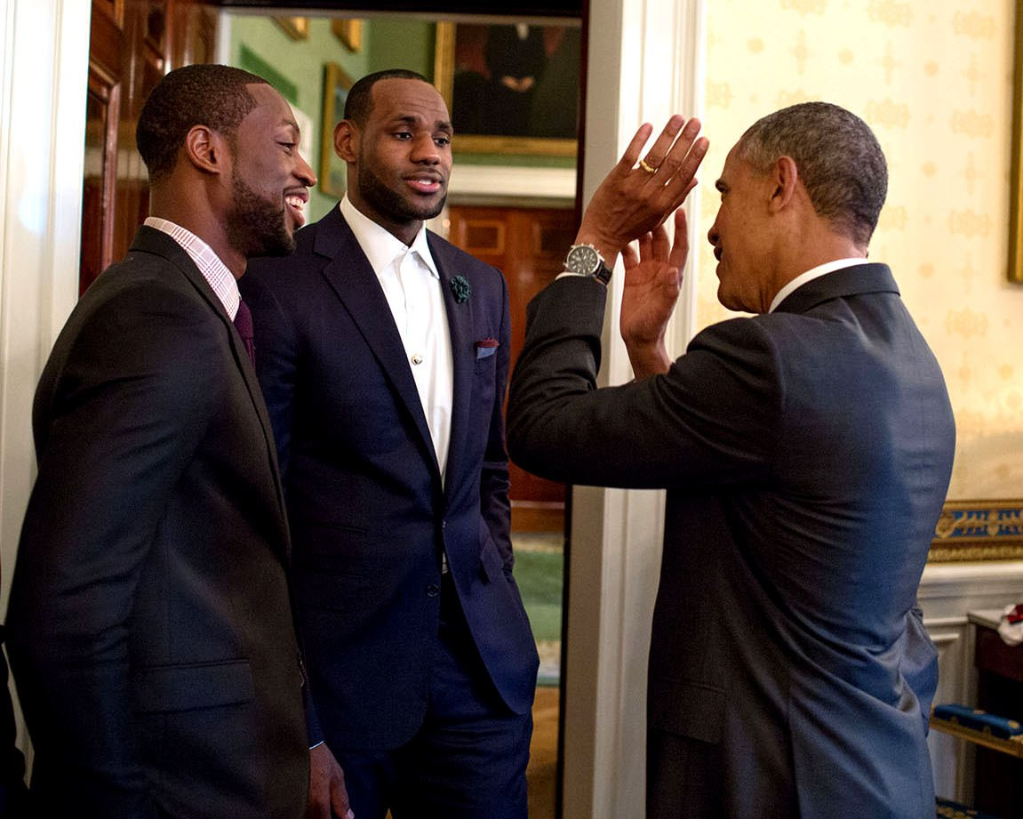 PRESIDENT BARACK OBAMA WITH DWYANE WADE AND LeBRON JAMES - 8X10 PHOTO (CC-073)