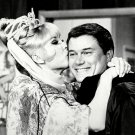 BARBARA EDEN & LARRY HAGMAN 'I DREAM OF JEANNIE' - 8X10 PUBLICITY PHOTO (XCC-078)