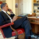 PRESIDENT BARACK OBAMA ON PHONE AT DESK IN THE OVAL OFFICE - 8X10 PHOTO (BB-954)