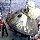 APOLLO 13 COMMAND MODULE IS LOADED ON U.S.S. IWO JIMA - 8X10 NASA PHOTO (EP-210)