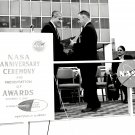 WERNHER VON BRAUN PRESENTS CO-INVENTOR'S AWARD TO EMPLOYEE - 8X10 PHOTO (DA-332)