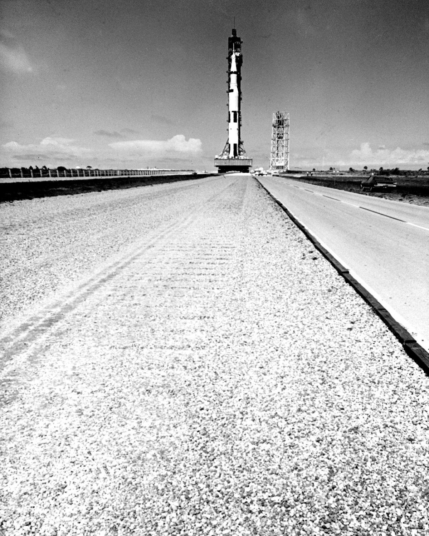 APOLLO 11 SATURN V CRAWLS TOWARD LAUNCH COMPLEX 39 - 8X10 NASA PHOTO (BB-962)