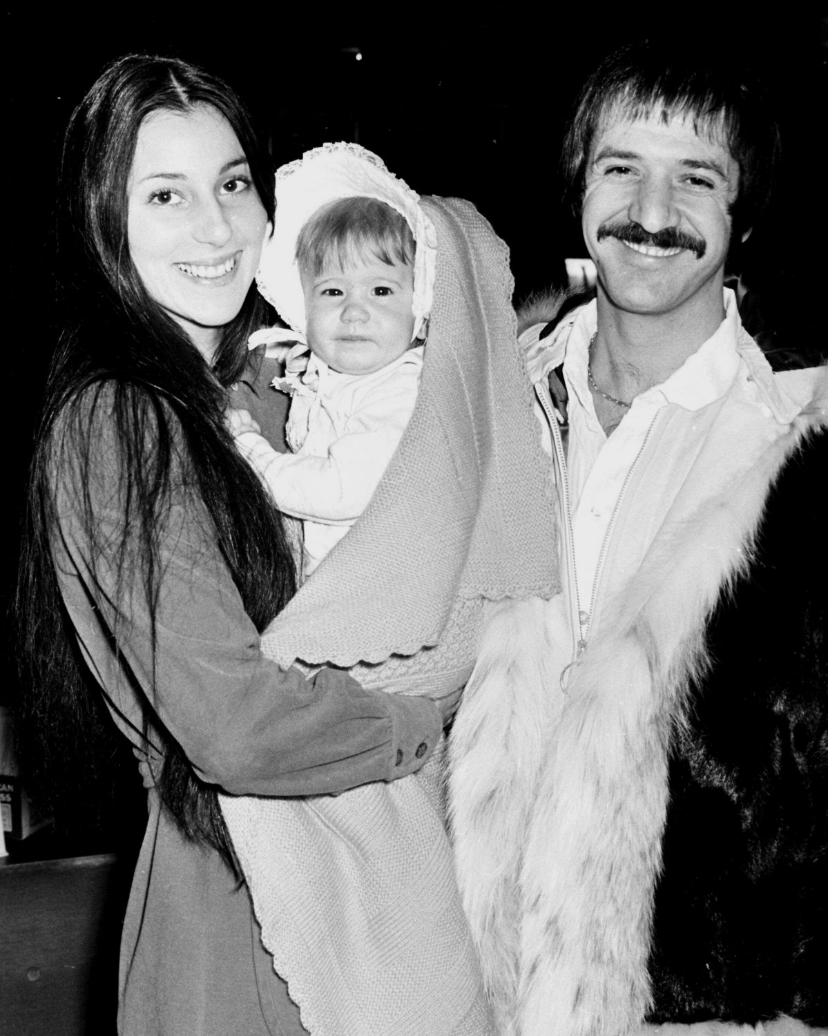 SONNY AND CHER WITH DAUGHTER CHASTITY - 8X10 PHOTO (BB-208)