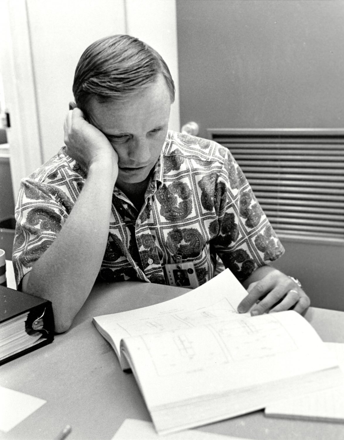 ASTRONAUT NEIL ARMSTRONG REVIEWS APOLLO 11 FLIGHT PLAN 8X10 NASA PHOTO (BB-974)