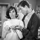 DICK VAN DYKE AND MARY TYLER MOORE ROB & LAURA - 8X10 PUBLICITY PHOTO (BB-976)