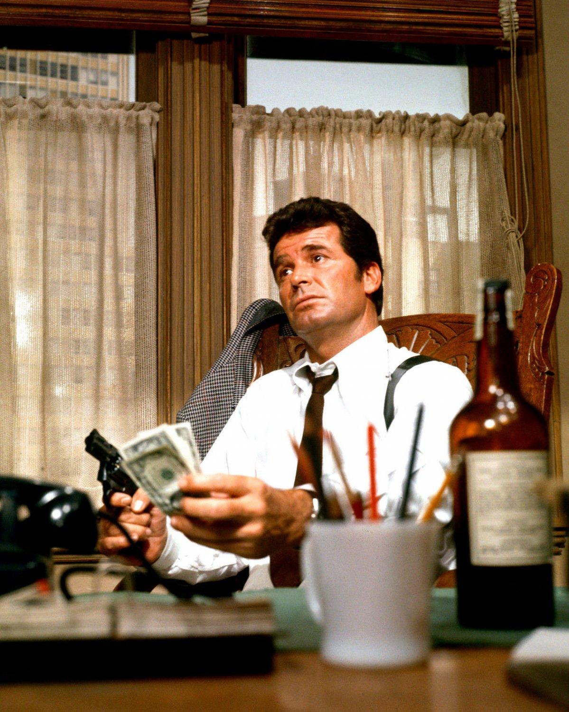 JAMES GARNER IN NBC TV SHOW 'THE ROCKFORD FILES' - 8X10 PUBLICITY PHOTO (DD-006)
