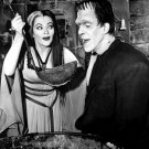 FRED GWYNNE & YVONNE De CARLO IN 'THE MUNSTERS' - 8X10 PUBLICITY PHOTO (BB-996)