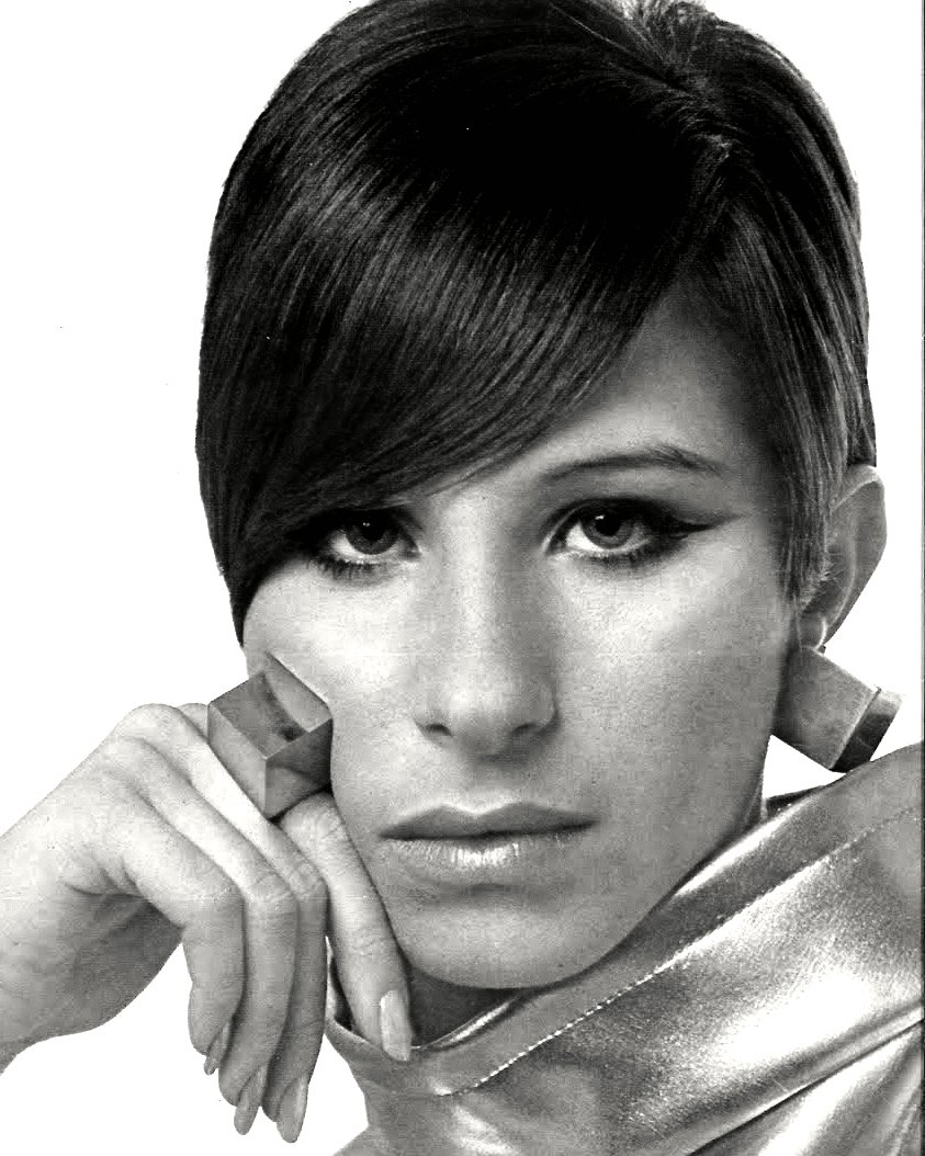 BARBRA STREISAND LEGENDARY ENTERTAINER - 8X10 PUBLICITY PHOTO (CC-102)