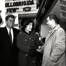 JOHN F. KENNEDY & JACKIE CAMPAIGN IN NASHUA JANUARY 1960 - 8X10 PHOTO (CC-108)