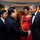 PRES BARACK OBAMA SAYS GOODBYE TO CHINA's LEADER HU JINTAO - 8X10 PHOTO (DD-021)