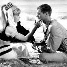 BARBARA EDEN & LARRY HAGMAN 'I DREAM OF JEANNIE' - 8X10 PUBLICITY PHOTO (XDD-023)