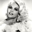 CARROLL BAKER AS 'JEAN HARLOW' IN FILM 'HARLOW' - 8X10 PUBLICITY PHOTO (DD-031)