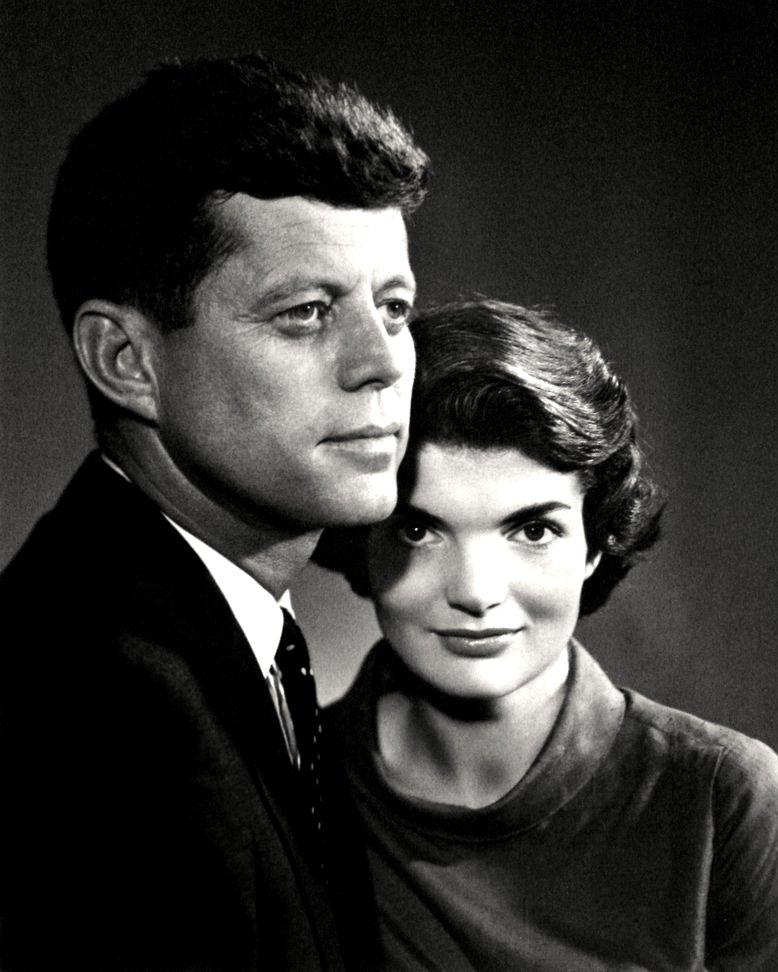 SENATOR JOHN F. KENNEDY AND WIFE JACQUELINE - 8X10 PHOTO (DD-048)