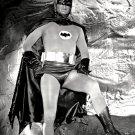 ADAM WEST IN THE TV SERIES 'BATMAN' - 8X10 PUBLICITY PHOTO (DD-059)