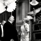 TIPPI HEDREN ALFRED HITHCOCK ON SET OF 'THE BIRDS' 8X10 PUBLICITY PHOTO (NN-124)