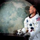 APOLLO 11 ASTRONAUT BUZZ ALDRIN w/MODEL OF LUNAR MODULE 8X10 NASA PHOTO (DD-090)