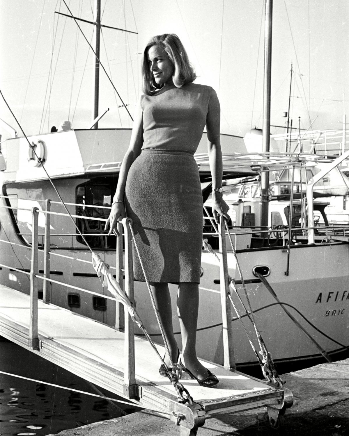 ACTRESS HONOR BLACKMAN - 8X10 PUBLICITY PHOTO (ZZ-601)