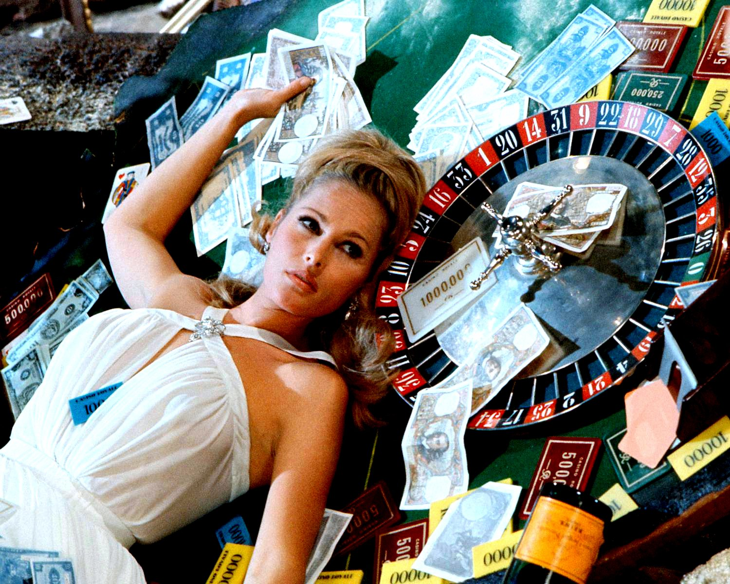 URSULA ANDRESS IN 'CASINO ROYALE' JAMES BOND SPOOF 8X10 PUBLICITY PHOTO (EE-029)