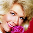 DORIS DAY FILM AND TELEVISION ACTRESS - 8X10 PUBLICITY PHOTO (EE-112)
