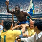 PELE AFTER BRAZIL VICTORY OVER ENGLAND IN 1970 WORLD CUP - 8X10 PHOTO (EE-053)