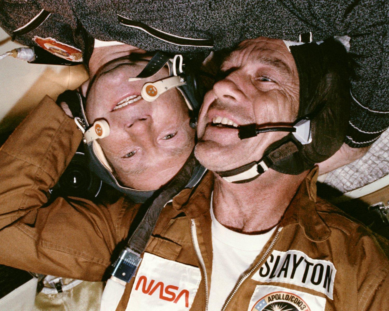 ASTRONAUT DEKE SLAYTON & COSMOUNAUT ALEXEY LEONOV ASTP 8X10 NASA PHOTO (ZZ-512)