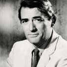 GREGORY PECK ACADEMY AWARD-WINNING ACTOR - 8X10 PUBLICITY PHOTO (ZZ-419)
