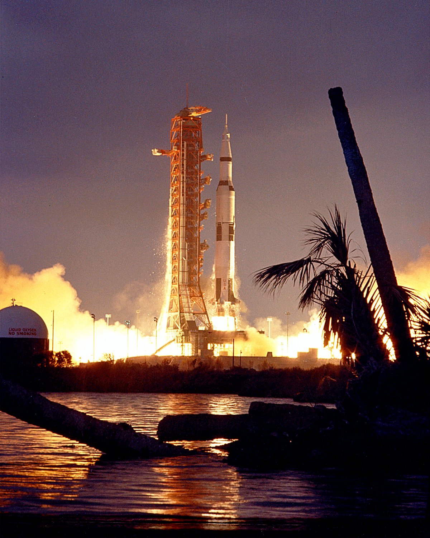 LAUNCH OF APOLLO 14 SATURN V ROCKET TO THE MOON - 8X10 NASA PHOTO (EP-430)