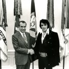 PRESIDENT RICHARD NIXON MEETS WITH ELVIS PRESLEY IN 1970 - 8X10 PHOTO (EP-834)