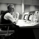 GENE KRANZ IN MISSION CONTROL DURING GEMINI 4 SIMULATION - 8X10 PHOTO (AA-407)