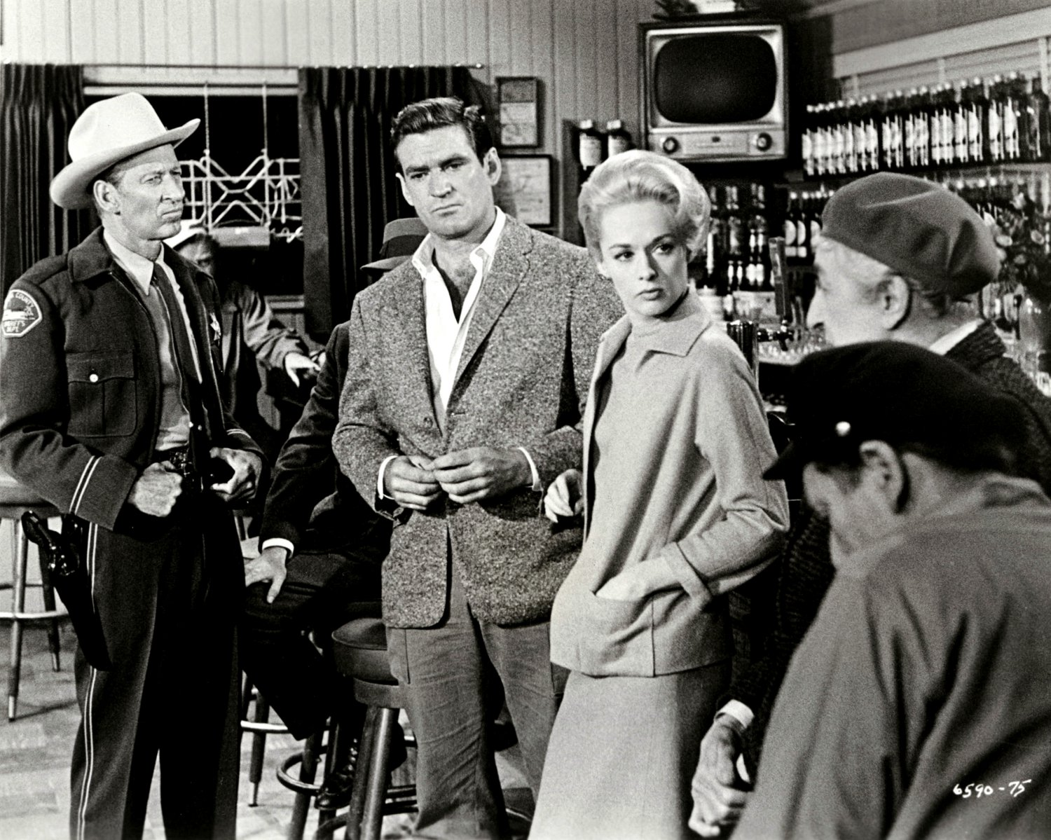"MALCOLM ATTERBURY ROD TAYLOR & TIPPI HEDREN IN ""THE BIRDS"" - 8X10 PHOTO (NN-146)"