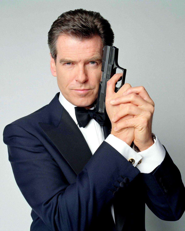 "PIERCE BROSNAN AS ""JAMES BOND 007"" - 8X10 PUBLICITY PHOTO (ZY-254)"