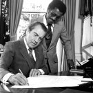 RICHARD M. NIXON WITH SAMMY DAVIS JR. IN THE OVAL OFFICE - 8X10 PHOTO (DA-735)