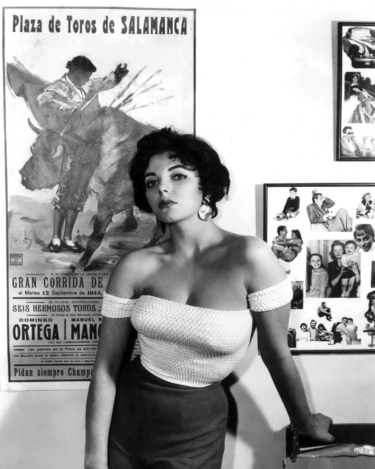 ACTRESS JOAN COLLINS - 8X10 EARLY PUBLICITY PHOTO (EE-133)