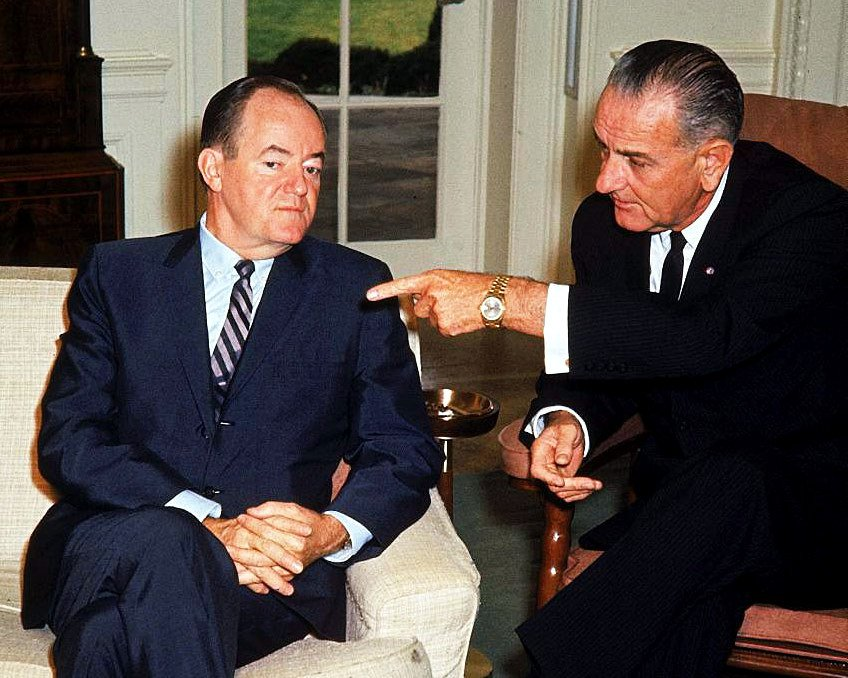 PRESIDENT LYNDON B. JOHNSON & VICE-PRESIDENT HUBERT HUMPHRY 8X10 PHOTO (BB-100)