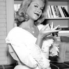 "ELIZABETH MONTGOMERY IN THE TV SHOW ""BEWITCHED"" - 8X10 PUBLICITY PHOTO (XCC-141)"